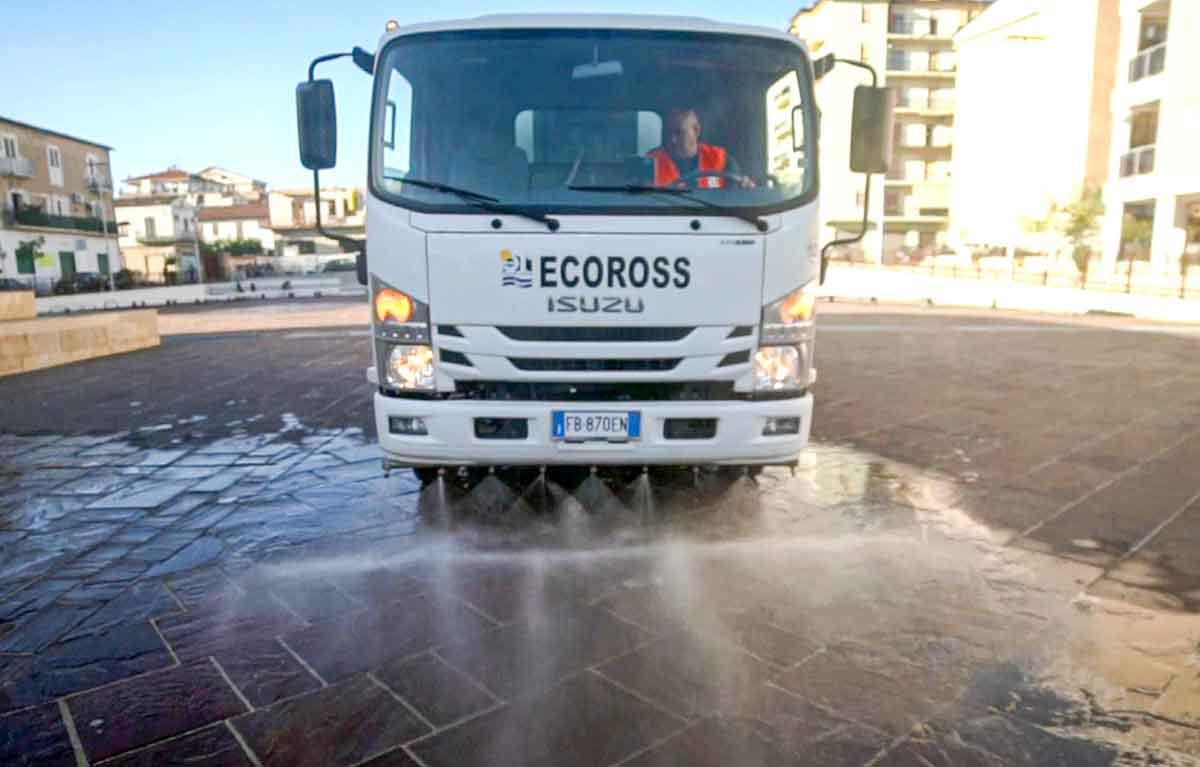 mezzo Ecoross per lavaggio delle strade