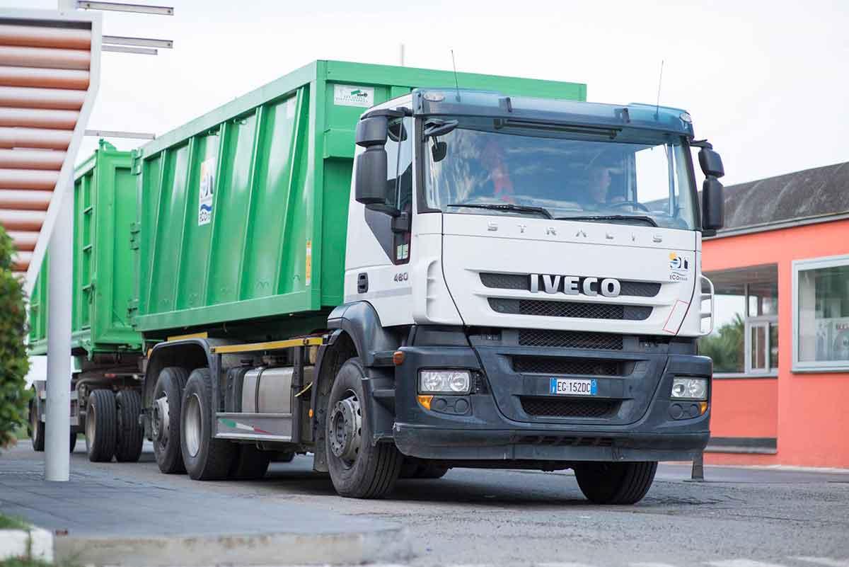 camion ecoross per trasporto rifiuti pericolosi